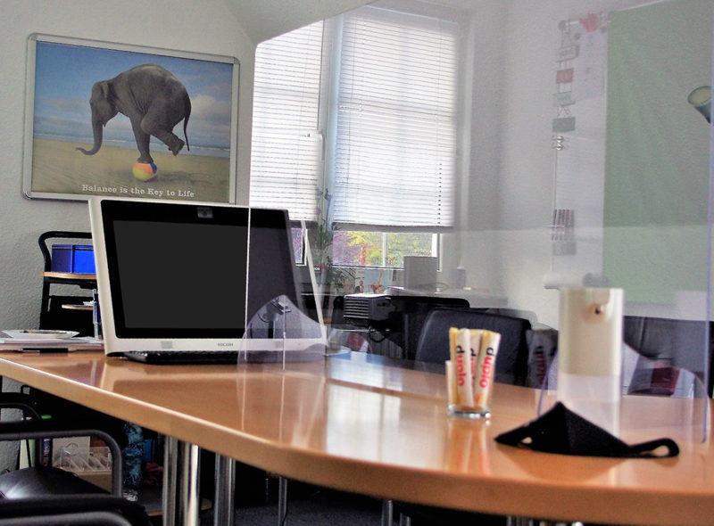 Corona Konferenzraum - Plexiglasscheibe